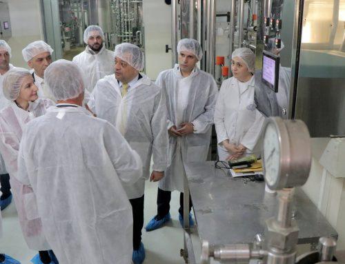 """Вицепремиерот Анѓушев и Министерот Николовски во посета на компанијата """"Сентис Аг"""": со европски средства од ИПАРД 2 и владина поддршка обезбедуваме развој на преработувачката индустрија"""